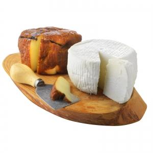 זוג גבינות צ'רקסיות ותבלינים